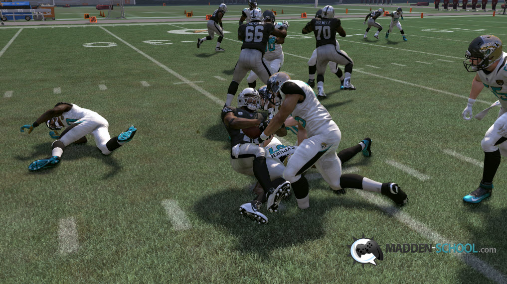 madden-17-stop-fb-dive-4